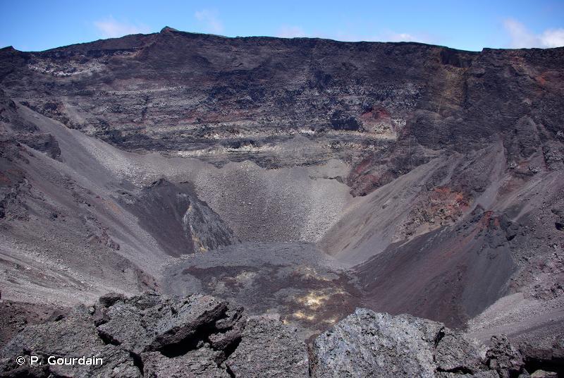 R66.913 - Cratères remarquables (Réunion) - Habitats CORINE biotopes de La Réunion (2000, rév. 2010)