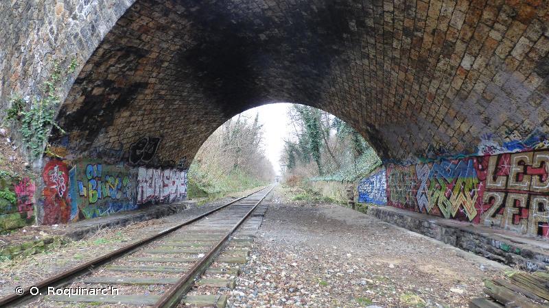 J4.1 - Sites routiers, ferroviaires et autres constructions désaffectées sur des surfaces dures - EUNIS