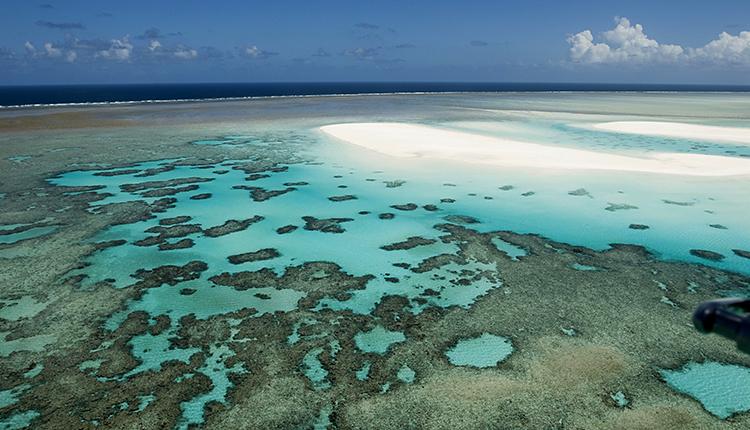 Vue aérienne de l'île de Juan de Nova dans l'océan Indien appartenant aux îles Éparses © TAAF / Wikimedia - CC BY-SA 3.0