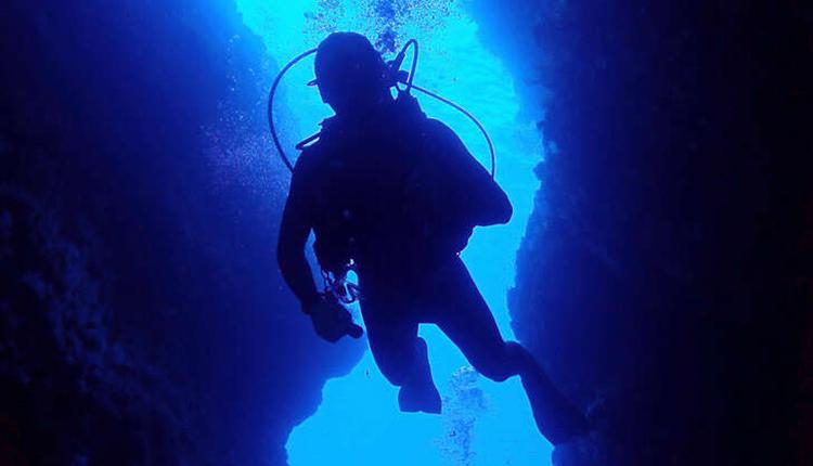 Plongeur dans le Parc naturel marin de la Martinique © Benjamin Guichard / OFB